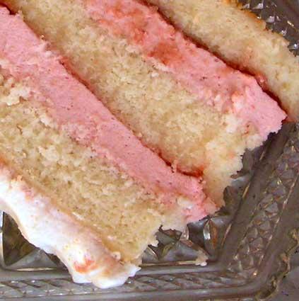 Strawberry-Cream-Cake-Inside