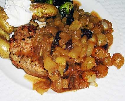 Pork-Chops-with-Golden-Apple-Sauce