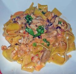 Pasta-with-Bacon-Clams-a-Mushrooms