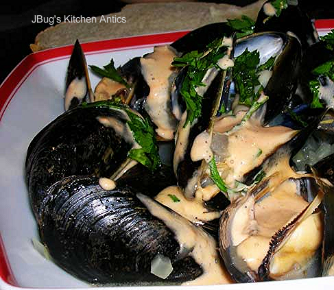 Steamed-Mussels-w-Roasted-Red-Pepper-Aioli