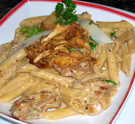 Creamy-Penne-with-Chicken-and-Chanterelles