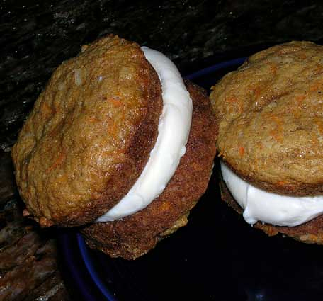 Carrot-Whoopie-Pies-with-Maple-Cream