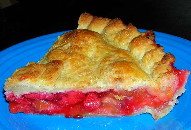 Slice-Strawberry-Rhubarb-Pie
