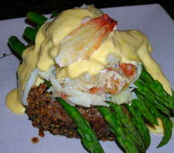 Steak-Oscar-with-Hollandaise